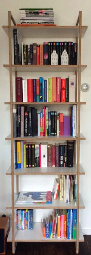 eigentijdse boekenkast van meubelmaker Adriaan in Zaandam
