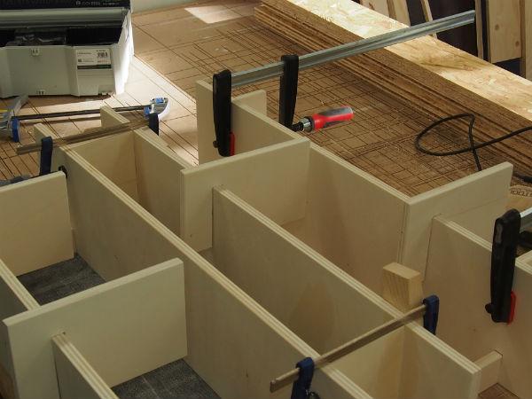 boekenkast in trapgat meubelmaker Adriaan Zaanstad